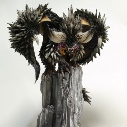 Monster Hunter PVC Statue CFB Creators Model Nergigante 32 cm Figure